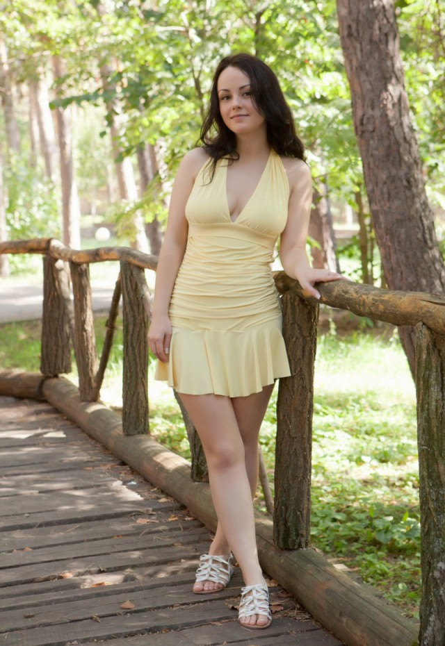 Amateur teen brunette posed first time