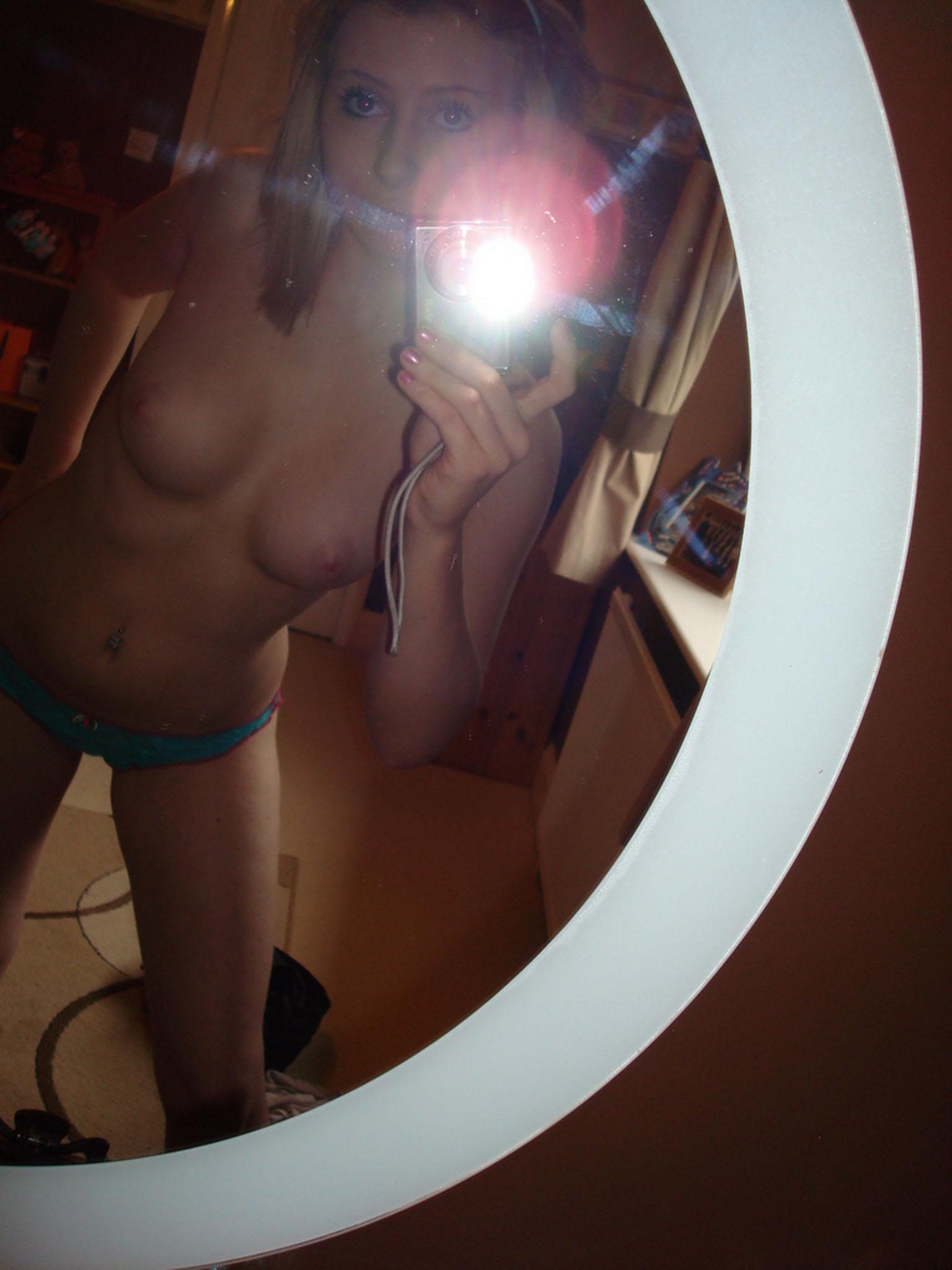 blonde-teen-selfie_05