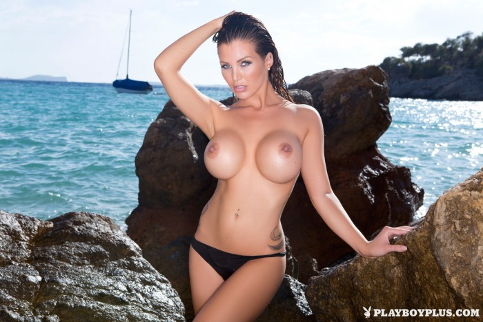Hot Helen de Muro posing on the Beach