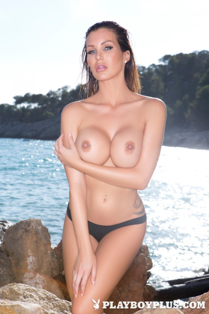 Hot Helen de Muro posing on the Beach