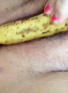 Amateur Girl Masturbating with Banana